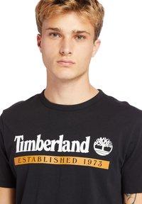 Timberland - Print T-shirt - black-wheat boot - 4