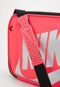 Nike Sportswear - FUTURA FUEL PACK - Borsa a mano - black/racer pink - 2