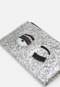 CHIARA FERRAGNI - FLIRTING GLITTER CARDHOLDER  - Wallet - silver - 3
