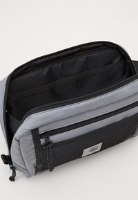 Carhartt WIP - FLECT HIP BAG - Ledvinka - reflective grey - 2