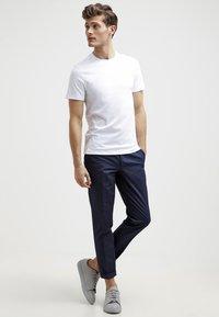 Michael Kors - Basic T-shirt - white - 1