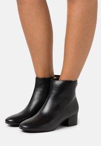 Lauren Ralph Lauren - WELFORD - Classic ankle boots - black - 0