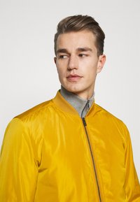 Lindbergh - Bomber Jacket - yellow - 4