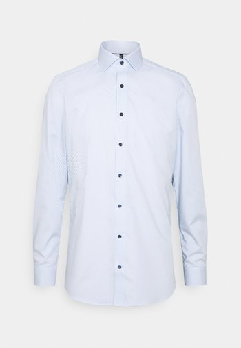 Kostymskjorta