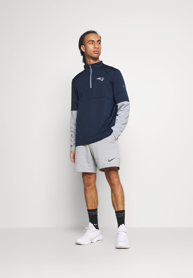 Nike Performance - NFL NEW ENGLAND PATRIOTS TEAM HALF ZIP THERMA - Club wear - college navy/wolf grey