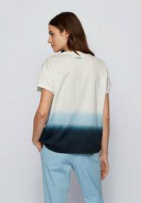 BOSS - Print T-shirt - patterned - 2