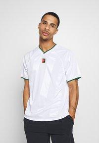 Nike Performance - Print T-shirt - white/gorge green - 0