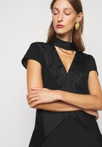 Victoria Victoria Beckham - DIAMOND DRAPE DRESS - Koktejlové šaty/ šaty na párty - black - 6