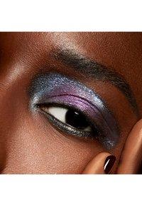 MAC - DAZZLESHADOW LIQUID - Eye shadow - diamond crumbles - 2