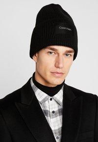 Calvin Klein - FOLD BEANIE - Muts - black - 1