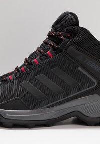 adidas Performance - TERREX EASTRAIL MID GORE-TEX - Fjellsko - carbon/core black/active pink - 5