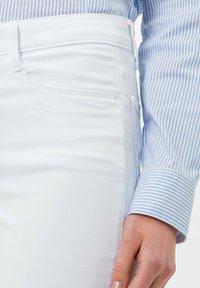 BRAX - STYLE SHAKIRA S - Slim fit jeans - white - 3