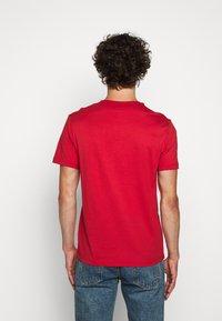 Belstaff - COTELAND  - Print T-shirt - red - 2