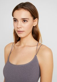 BDG Urban Outfitters - GLITTER STRAPPY BACK CAMI - Top - glittery silver - 3