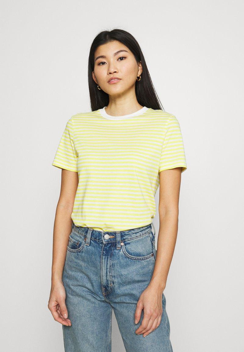 Selected Femme - PERFECT BOX CUT - Print T-shirt - yellow