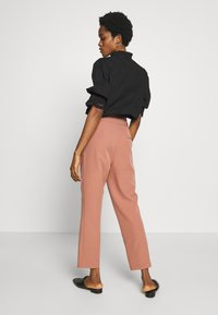 New Look - MILLER PAPERBAG TROUSER - Chinosy - mid pink - 2