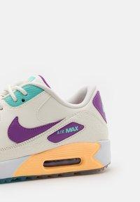 Nike Golf - US OPEN AIR MAX 90 G NRG U21 - Zapatos de golf - sail/purple/melon tint - 5
