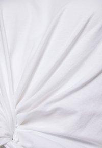 Monki - Jednoduché triko - black/white - 4