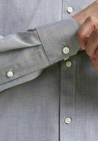 Jack & Jones PREMIUM - JPRBLAROYAL - Formal shirt - light grey melange - 4
