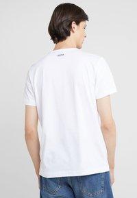 BOSS - TEE - Print T-shirt - white - 2