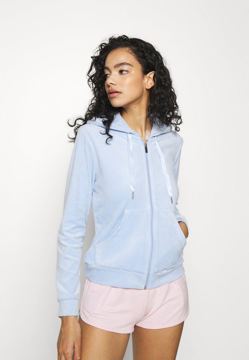 Gina Tricot - CECILIA HOODIE - Zip-up sweatshirt - pop blue