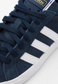 adidas Originals - BASKET PROFI UNISEX - Tenisky - collegiate navy/footwear white/gold metallic - 5