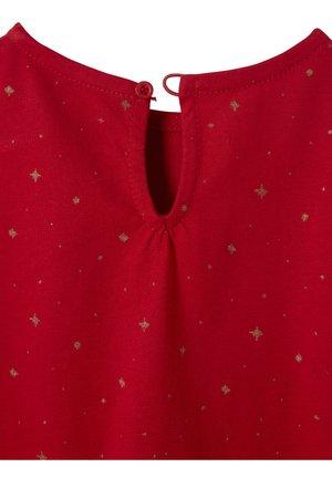 MIT GLANZSTERNEN - Jersey dress - pack rot/marine