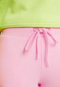 Urban Classics - LADIES CARGO PANTS - Pantaloni sportivi - pink - 5