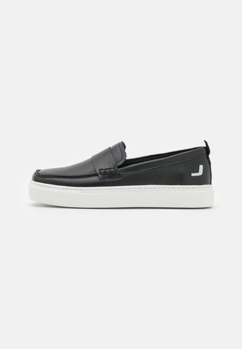 EXCLUSIVE SQUARED LOAFER