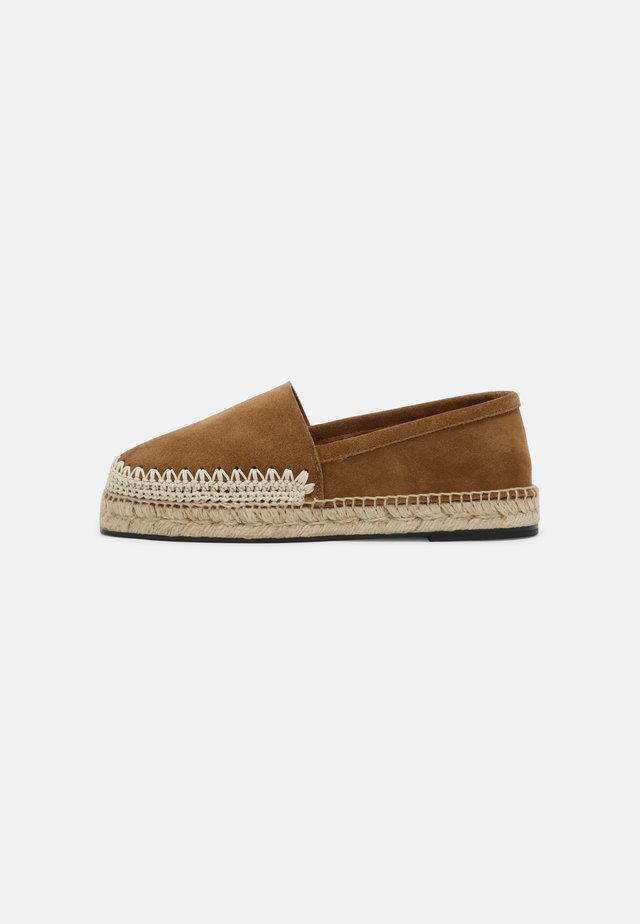 CAMPING - Espadrilky - brown