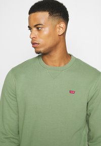 Levi's® - NEW ORIGINAL CREW UNISEX - Felpa - hedge green - 3