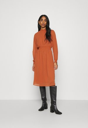 ONLANNELENA HIGHNECK SMOCK DRESS - Kjole - ginger bread