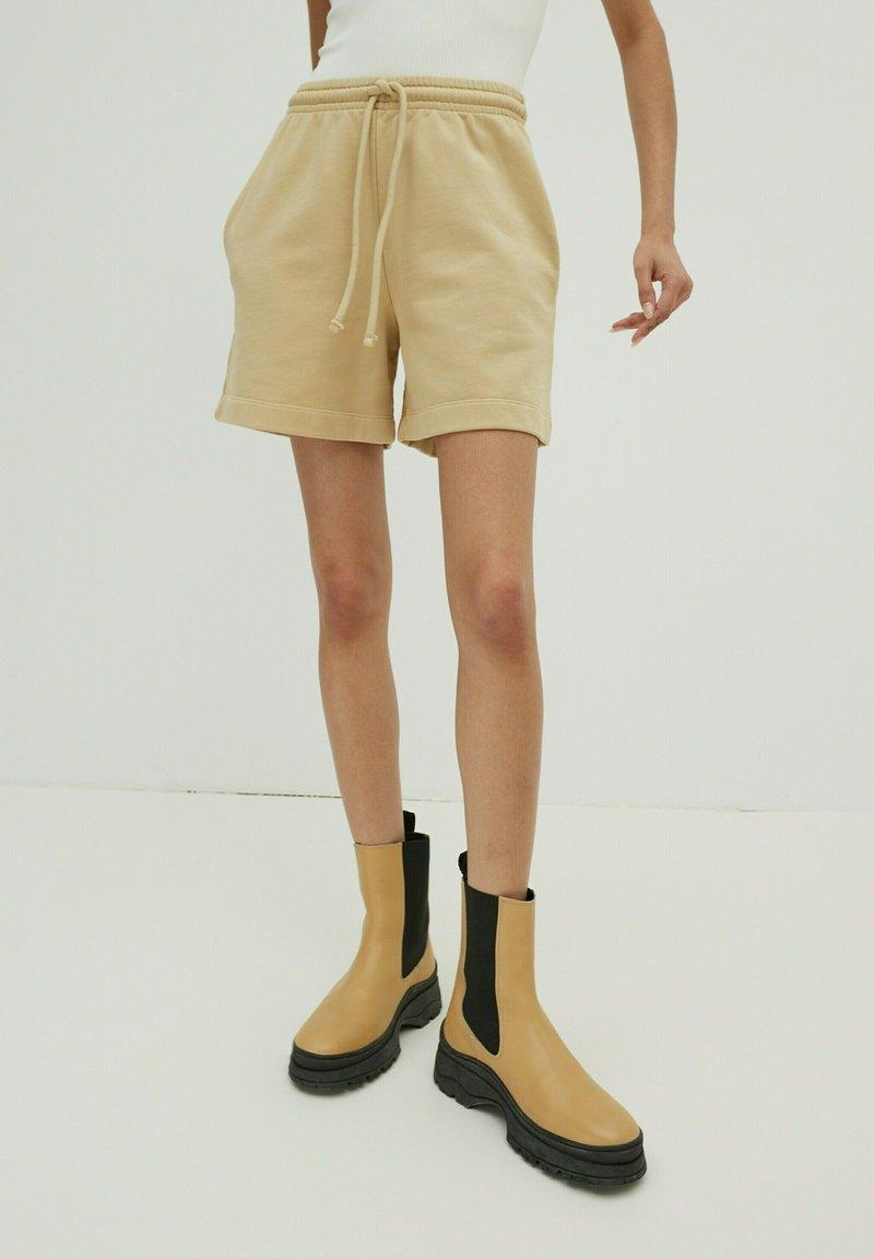 EDITED - DAISY - Shorts - beige