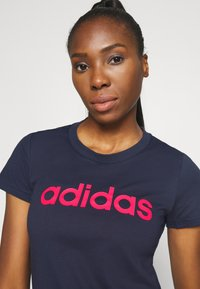 adidas Performance - ESSENTIALS SPORTS SLIM SHORT SLEEVE TEE - T-shirt z nadrukiem - dark blue/pink - 3