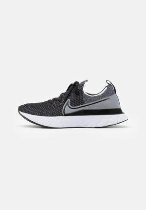 REACT INFINITY RUN FK - Obuwie do biegania treningowe - black/white