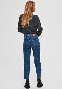 Selected Femme - STRAIGHT FIT HIGH WAIST - Straight leg jeans - medium blue denim - 2