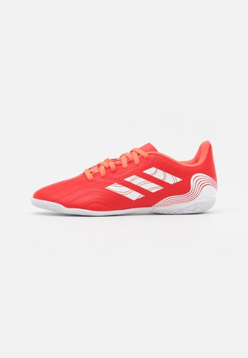 COPA SENSE.4 IN UNISEX - Indoor football boots - red/footwear white/solar red