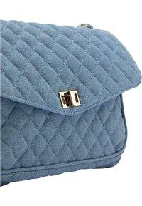 faina - Across body bag - blau denim - 5