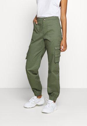 ASHER PANT - Cargo trousers - khaki