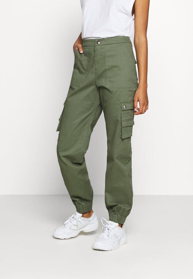 ASHER PANT - Pantalon cargo - khaki