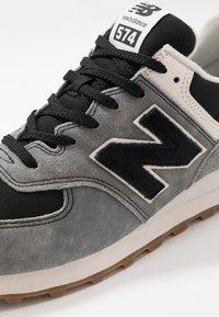 New Balance - Baskets basses - black/grey - 5