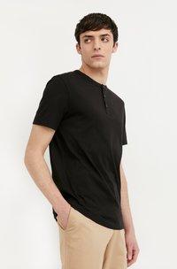 Finn Flare - Basic T-shirt - black - 4