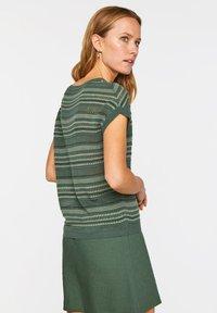 WE Fashion - WE FASHION DAMEN-FEINSTRICKPULLOVER - Print T-shirt - green - 2