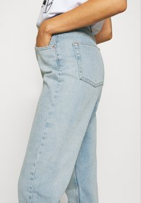 BDG Urban Outfitters - MOM - Relaxed fit jeans - bleach - 3
