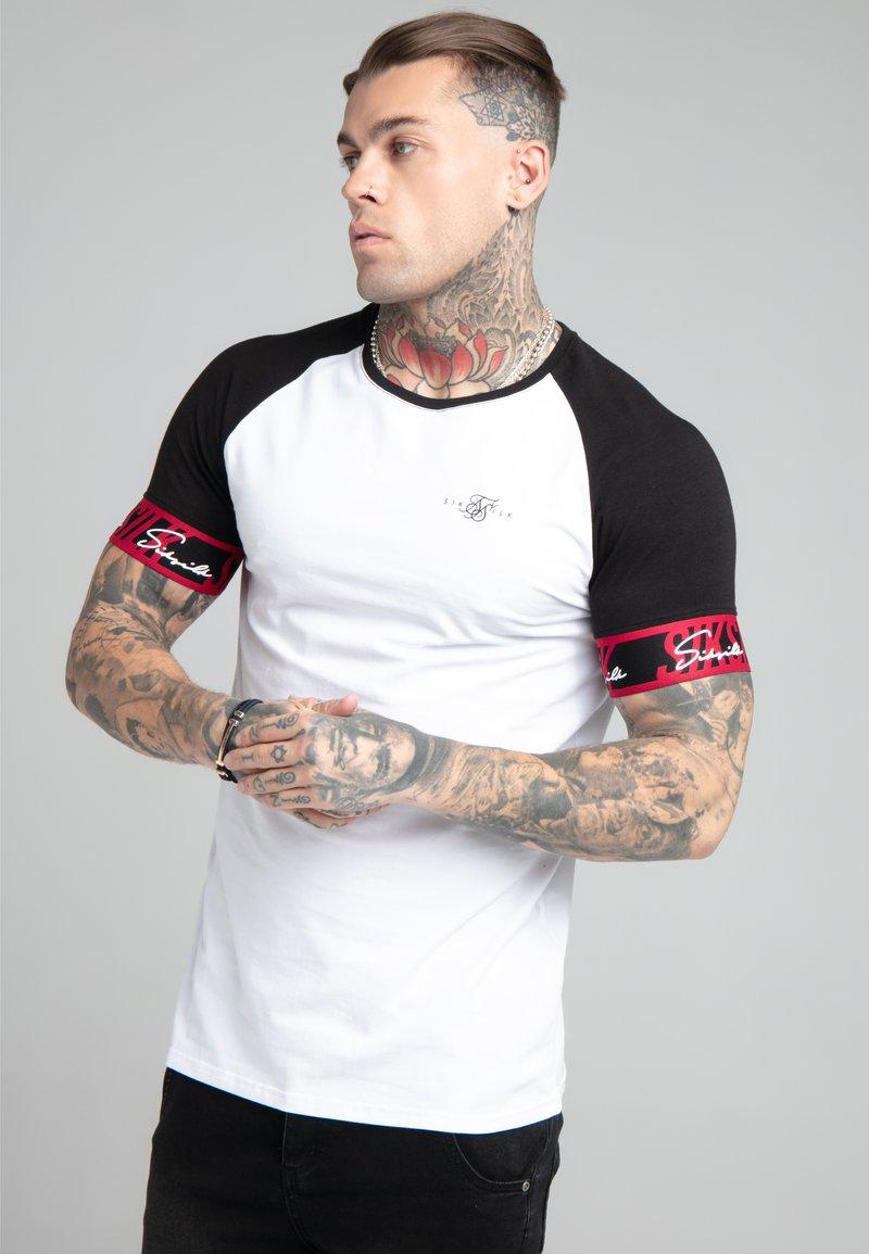 SIKSILK - SCOPE TAPE TECH TEE - Print T-shirt - black/white