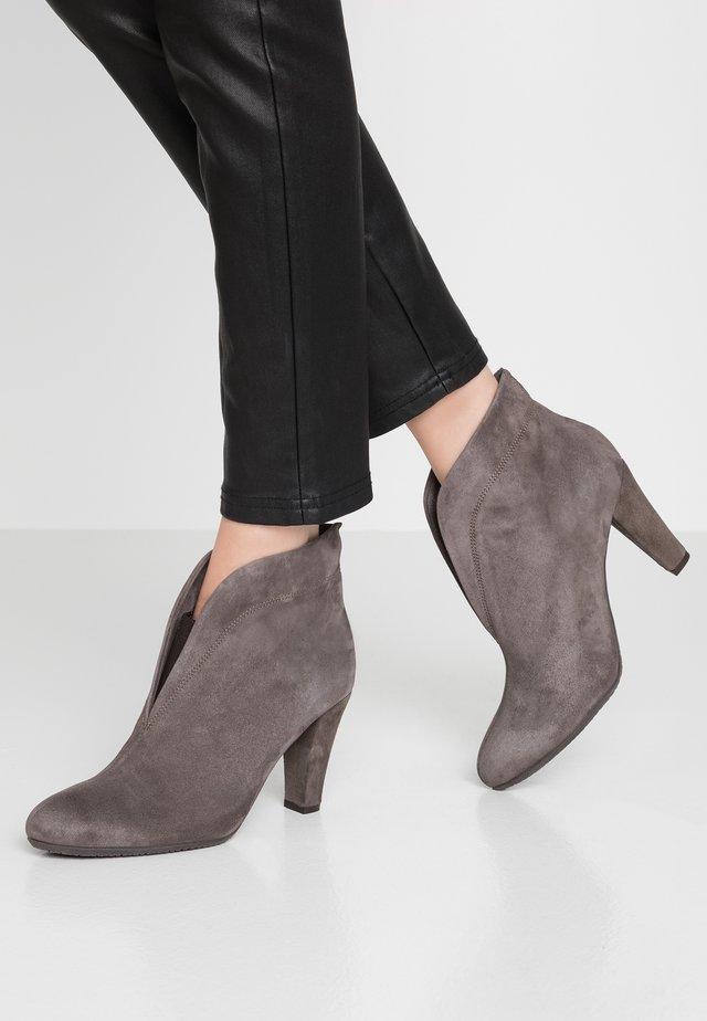 RIDA - Korte laarzen - grey