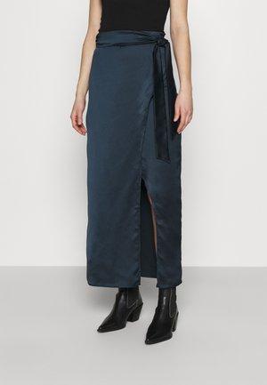 BELTED WARP MAXI SKIRT - Maxi skirt - black