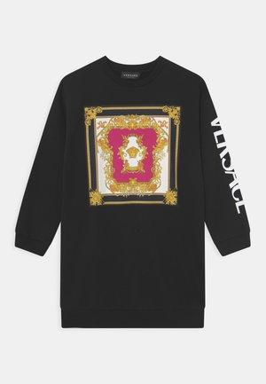 DRESS MEDUSA RENAISSANCE LOGO - Day dress - nero/fucsia/oro/bianco