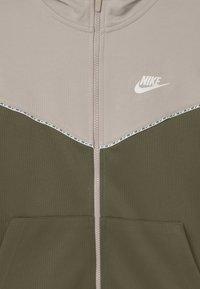 Nike Sportswear - REPEAT HOODIE - Training jacket - desert sand/medium olive/white - 2