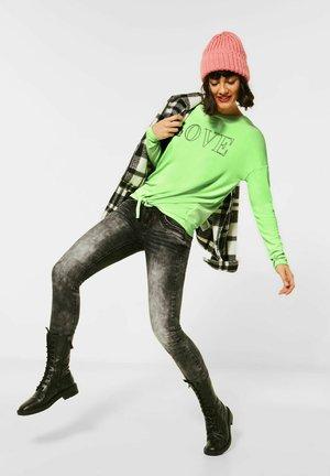 MIT STEINCHEN-DEKO - Long sleeved top - grün